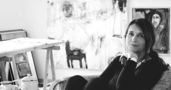 Carola Kirsch in ihrem Atelier. Foto: Hella Kiss