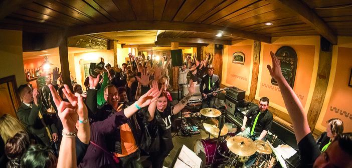 17 Bands – 17 Kneipen
