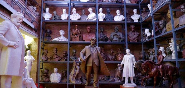"""Kein Szenenfoto, sondern der Ort, an dem in """"Chrystal Swan"""" die Techno-Parties stattgefunden haben. Das Werkstattmuseum des Skulpturisten Sair Asgur in Minsk."""