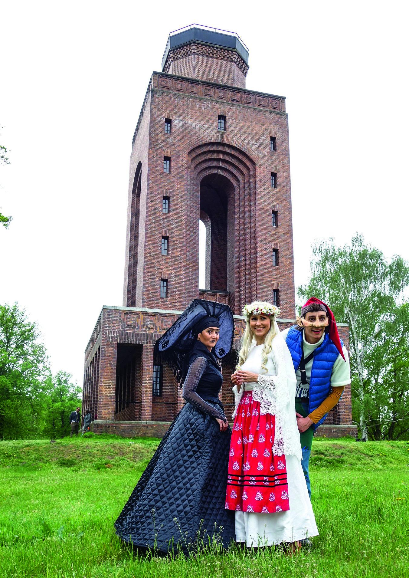 Wurlawa, schwarze Zauberin (Julia Peickert), Anka, Braut des Wendenkönigs (Elke Zeh) und Lutk Jorko (Jakob Schäfer)