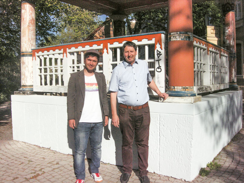 Bild: Daniel Ratthei und Holger Kretzschmar am Japanischen Pavillon. Foto: Ratthei