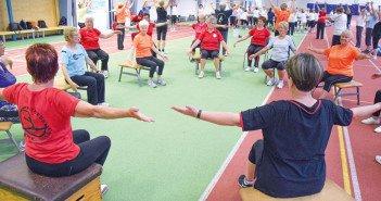 """Egal unterm Hallendach oder draußen – die Senioren haben stets ihren Spaß bei """"ihrem"""" Sportfest. Foto: GZ"""