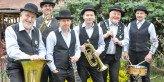 Das sind die Saspower Dixieland Stompers: von links Rolf Arnold (Tuba), Ingo Buchholz (Posaune), Andreas Behringer (Gitarre), Holger Handke (Basstrompete), Horst Kaschube (Klarinette) und Frank Grunewald (Schlagzeug) Foto: Lohmann & Robinski