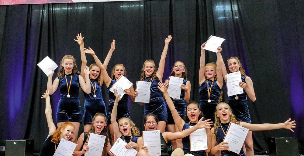Bild: Einige der stets fröhlichen Mdchen des Jazzy Dance Club Cottbus. Foto: GZ