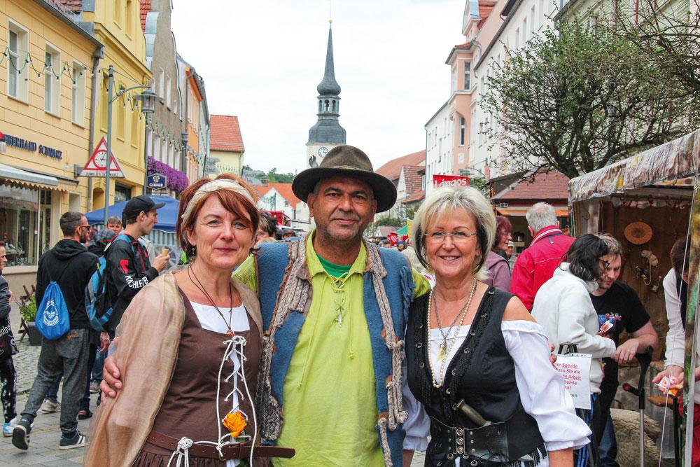 Stadtfest mit Räubern und Marketenderinnen. Foto: Carola Krickel