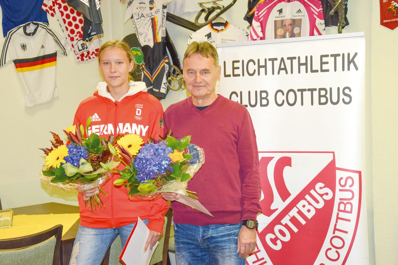 Trainer Rainer Krik mit Top-Talent Marie Scheppan vom LC Cottbus.