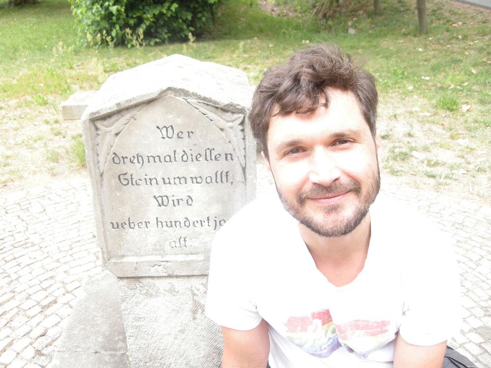 Dreymal um den Stein. Foto: Veronica Silva-Klug