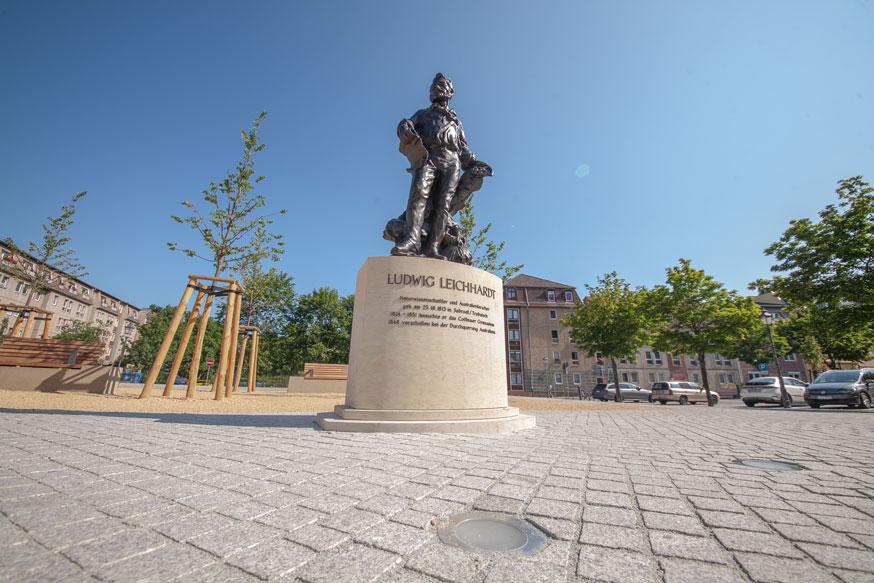 Ein Leichhardt-Denkmal steht seit kurzem auf dem neugestalteten Oberkirchplatz in Cottbus. Foto: TSPV