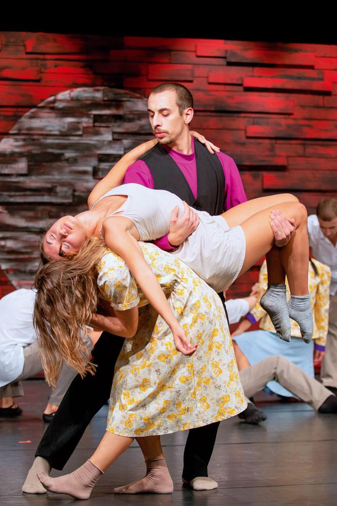 """Szene aus dem Ballett """"Für Maria - Mitten in der Nacht"""" Foto: Martin Pižga"""